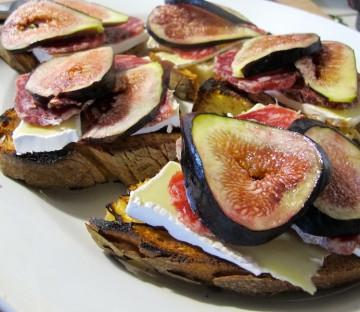 bruschetta-con-salame-e-fichi-7